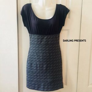 EMPIRE WAIST BLK & GRAY FITTED DRESS SIZE S